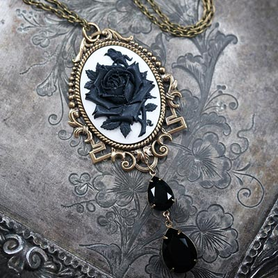 Noir Roses Necklace